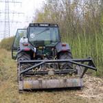 Große Flächen können rationell mit unserem Forstmulcher und dem Valtra 8150 gerodet werden.